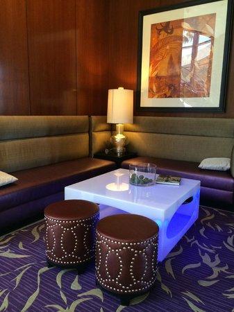 Renaissance Las Vegas Hotel: Lobby Seating Area