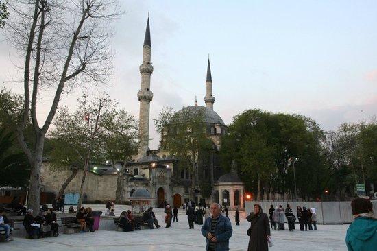 Eyup Sultan Mosque (Eyup Sultan Camii): 5