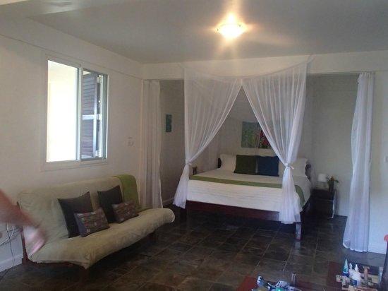Calibishie Cove : bed