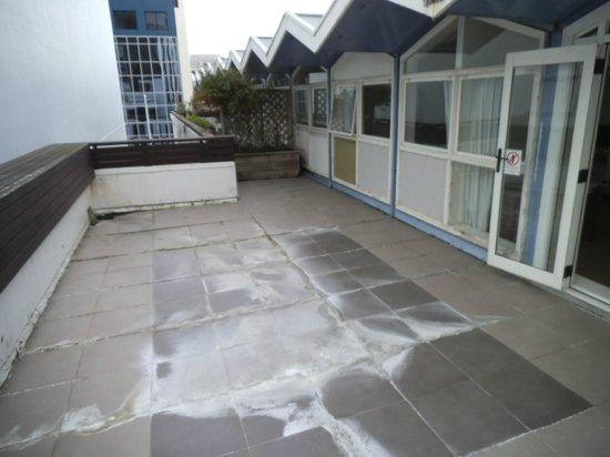 Quest on Lambton Serviced Apartments : Main deck area