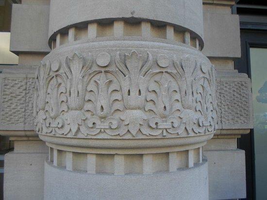Flatiron Building: Flat iron building pillars