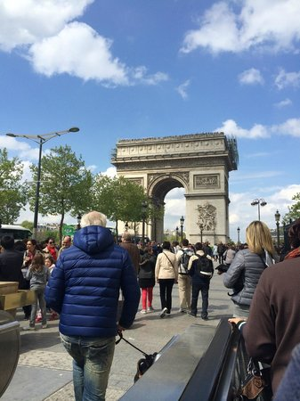 Sofitel Paris Arc de Triomphe: View of the Arc De Triomophe when leaving Charles De Gaulle station