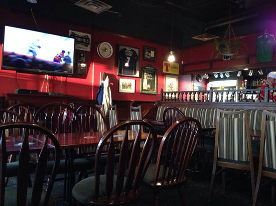 Burn's Howff: Dining room and main tv