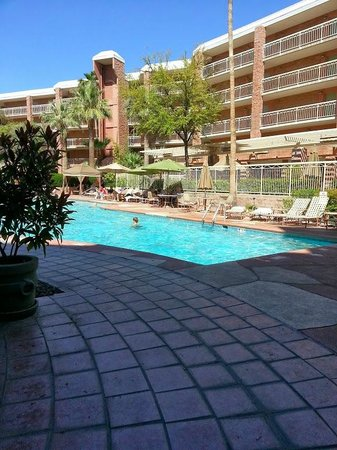 Radisson Suites Tucson : Pool Area at Radisson Suites