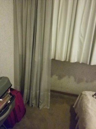 Ducal Suites Hotel : cortinado de la habitación