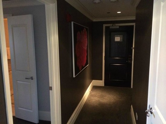 Waldorf Astoria Chicago: Luxury Suite Hallway