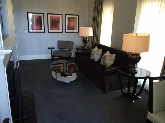 Waldorf Astoria Chicago: Luxury Suite Living Room