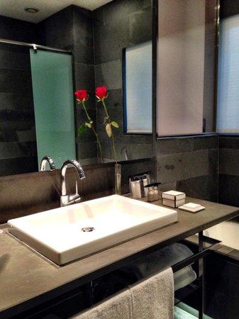 Suites Avenue : 801 bathroom