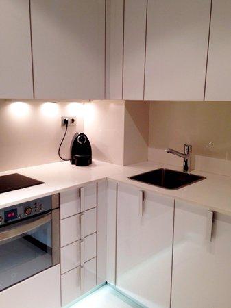 Suites Avenue : 801 kitchen