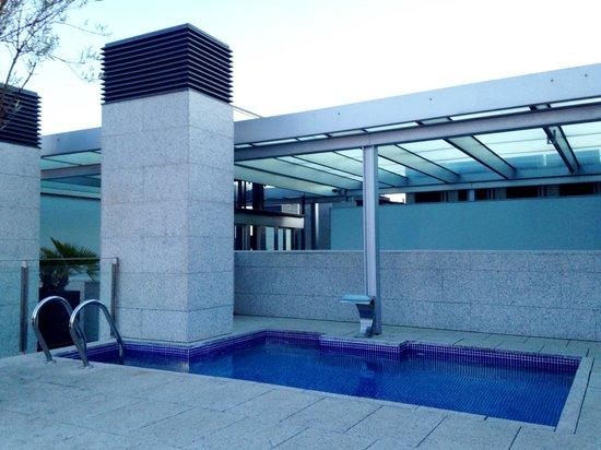 Suites Avenue : Terrace/pool