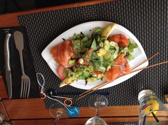 La Grillérade : Salade de saumon fume maison fèves