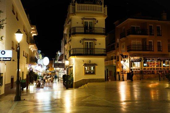 Hotel Cabello: Em frente ao hotel