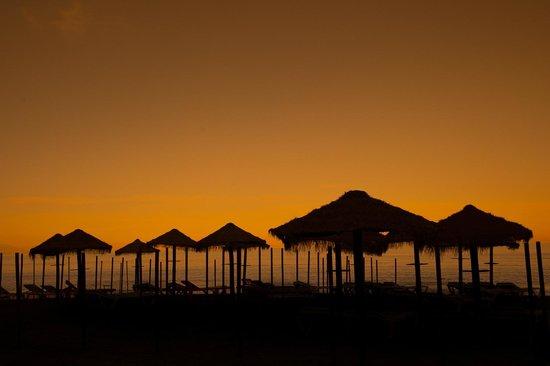 Hotel Cabello: Praia a 50 metros