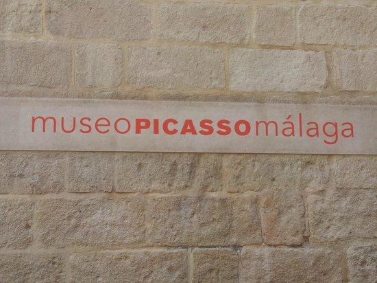 Musée Picasso de Malaga : Insegna all'ingresso del museo.