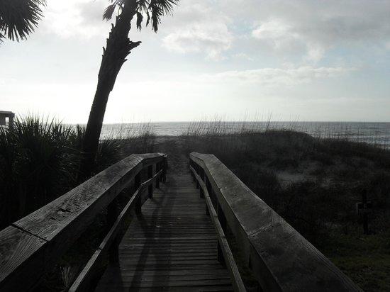 The Seaside Amelia Inn : walkway to the beach