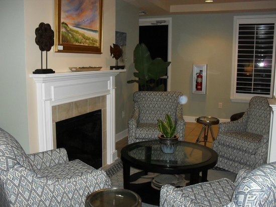 Seaside Amelia Inn: Inviting foyer of check in area