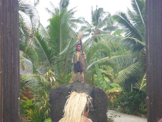 Te Vara Nui Village: Arrival Greeting