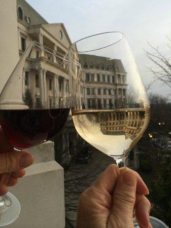 Nemacolin Woodlands Resort & Spa: Complimentary Wine