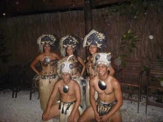 Te Vara Nui Village: Dancers