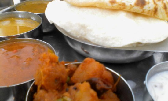 Saravanaa Bhavan: Thali with papad and Chapathi