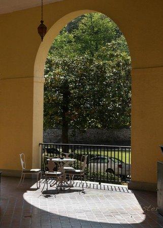 Arlington Resort Hotel & Spa : Porch