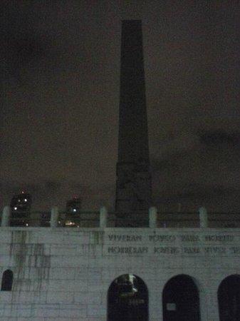 Obelisk of Sao Paulo: Sem iluminação noturna