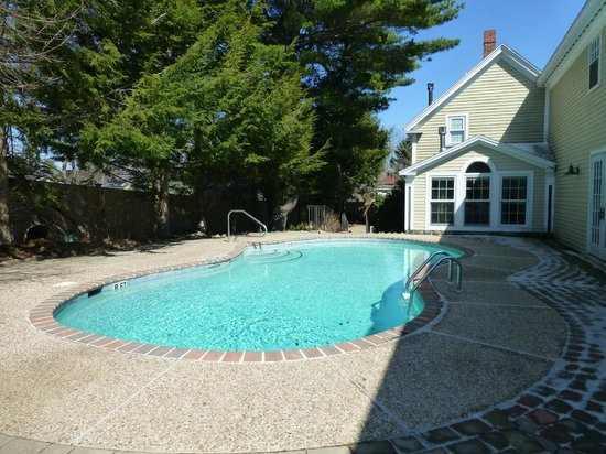 Gazebo Inn Ogunquit : Beautiful pool and grounds