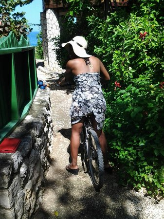 Tensing Pen Resort: Getting on my bike to go for a ride