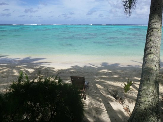 Little Polynesian Resort: View from day bed to water