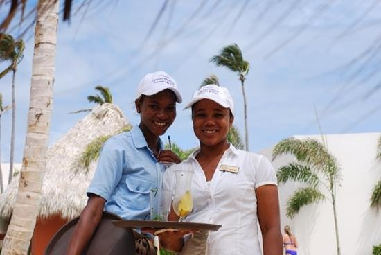Breathless Punta Cana Resort & Spa : poolside beverage service