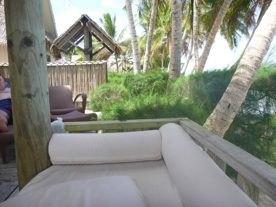 Little Polynesian Resort: Sitting on day bed