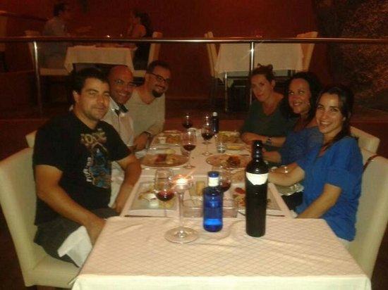 Restaurant Balague : Con unos amigos, cenando el verano pasado.