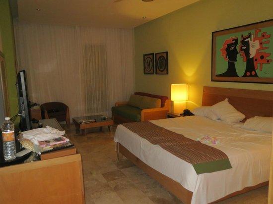 The Grand Mayan Riviera Maya : big room/king bed