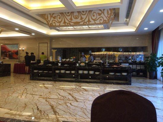 Complex International Hotel: Breakfast