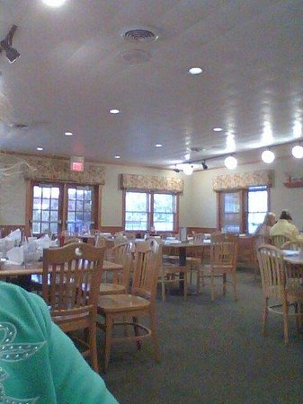 Applewood Farmhouse Grill: Many nicer window views available....we got the bread rack and beverage Area view :(