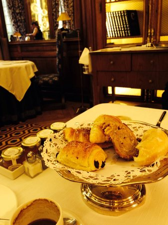 AC Santo Mauro, Autograph Collection: European breakfast in the loveliest setting.