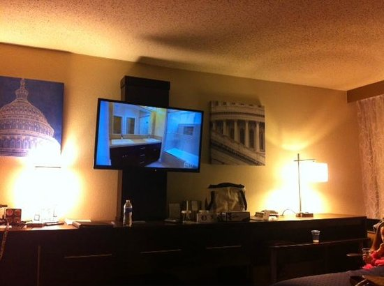 Holiday Inn Washington - Capitol: Completely renovated room