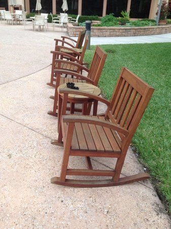 Rosen Shingle Creek : Rocking chairs for guest use.