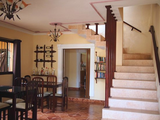 Beny's House: dining room