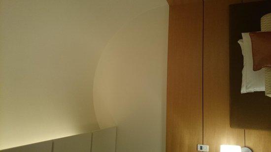Marunouchi Hotel: お部屋の天井がアーチ状に。