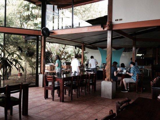 Que Rico Arenal: Cálido ambiente