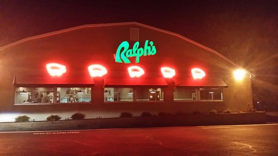Ralph's barbecue: Good southern food!