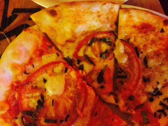 Pizzeria La Pizzarra : Basil Tomato Pizza
