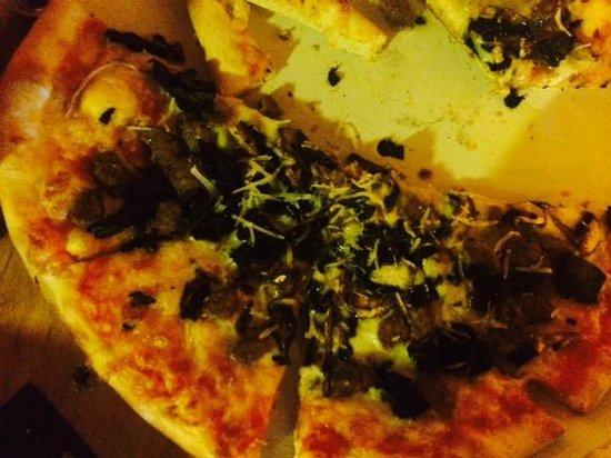 Pizzeria La Pizzarra : Sausage and Portobello Pizza