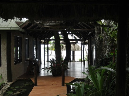 Savasi Island Villas: Entering the Coral Villa