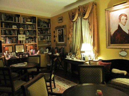 Anchuca Historic Mansion & Inn: Library