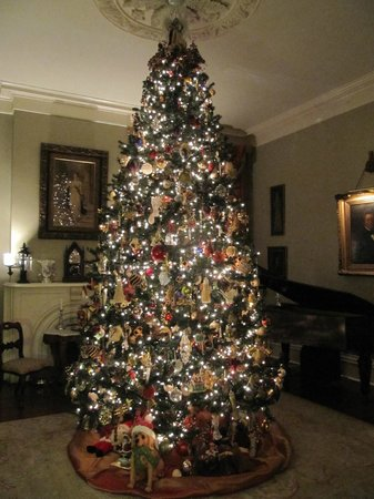 Anchuca Historic Mansion & Inn: Holiday decorations