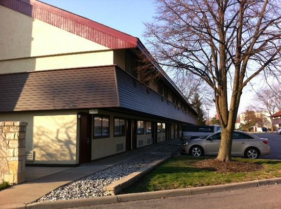 Red Roof Inn Toledo - Maumee: Front Building
