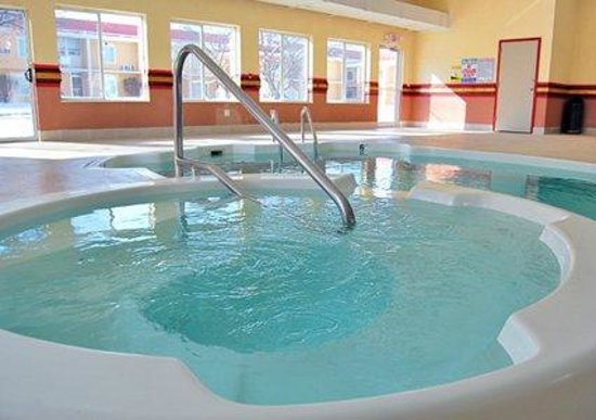 Quality Inn & Suites Kansas City I-70 East: Indoor Pool & Spill-Over Spa