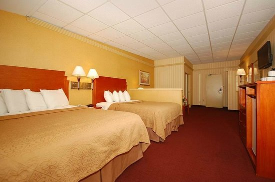 Quality Inn & Suites Kansas City I-70 East: Queen Queen Two Beds Suite